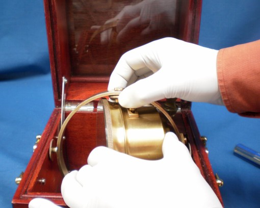 Figure 1 : Removing the chronometer from the gimbals